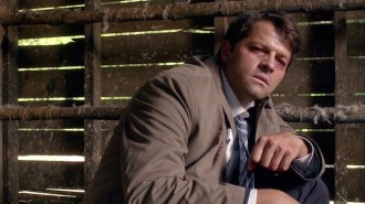 3-Supernatural-SPN-Season-Eleven-Episode-One-S11E1-Out-of-the-Darkness-Into-the-Fire-Misha-Collins-Castiel-600x338